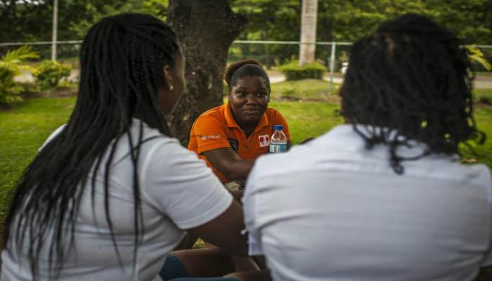 Alrededor de 700 adolescentes con edades comprendidas entre los 10 y 19 años resultan infectados con el virus del sida (VIH)