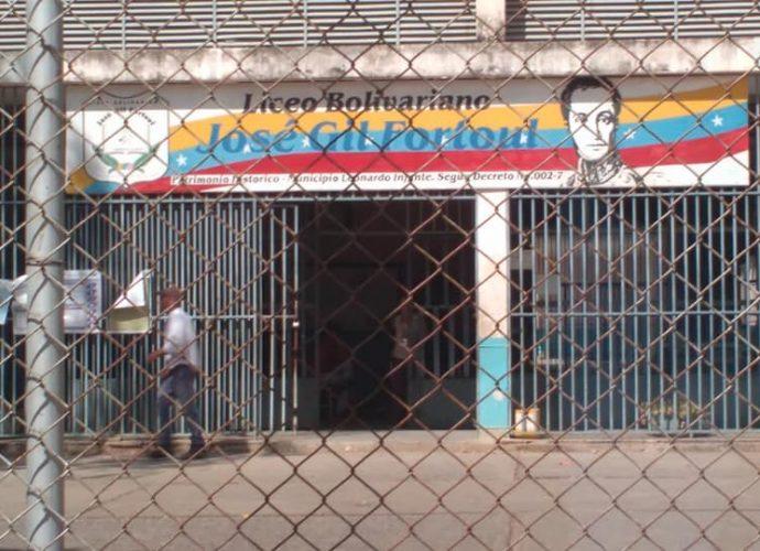 En el Liceo Jose Gir Fortoul no se vio gran movimiento de personas a votar este domingo.,