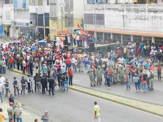 Concentración oficialista en la esquina de Oxila 5000
