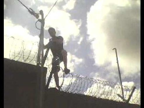 El ladrón escapista logra huir de todas las cárceles a donde llega