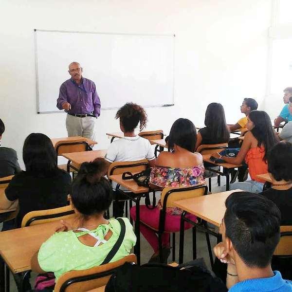 Novedosas aulas recibieron a la nueva oleada de estudiantes