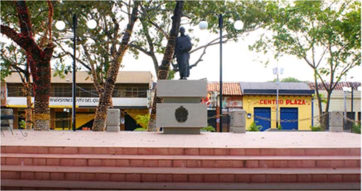 Plaza Bolívar de Valle de la Pascua.