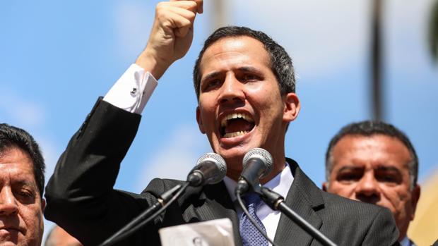 Contraloria instruyó a Sudeban a prohibir cualquier transacción financiera dentro y fuera del país al diputado Juan Guaidó.