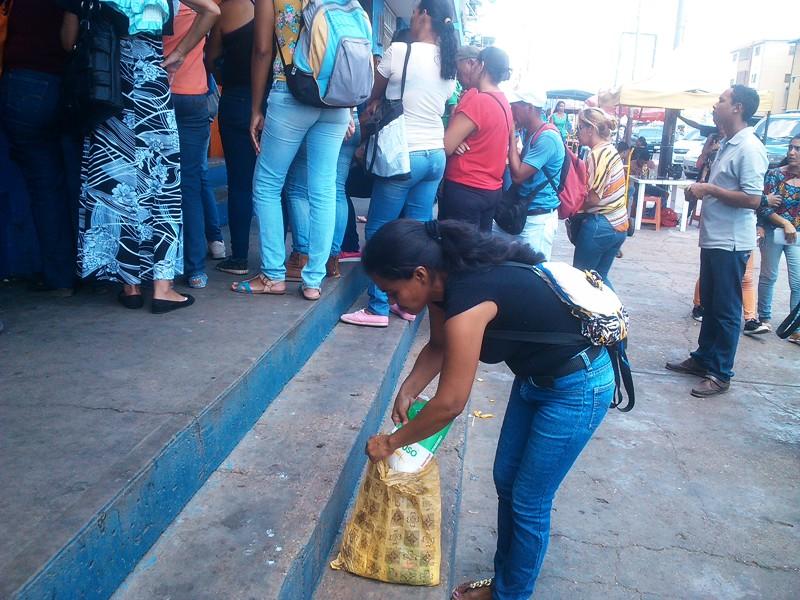 Misiòn cumplida_ par de kilos de harina de trigo para la casa.jpg