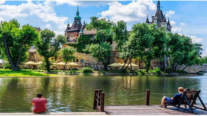 Budapest por sus hermosos lugares llenos de paz y esparcimiento