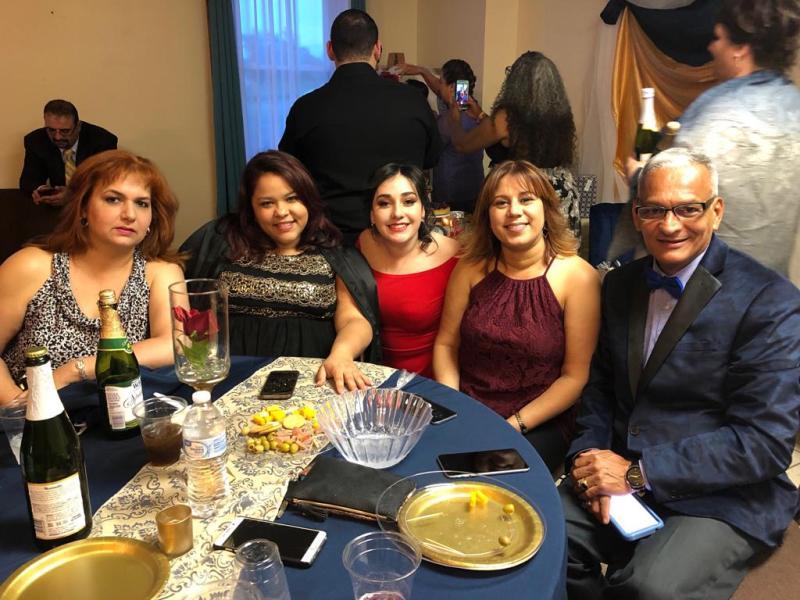 Quien suscribe esta nota acompañado de un selecto grupo de Bellas damas: Silvia Rodríguez, María de León, Yamiliz Gerena y la simpática joven  Kalina