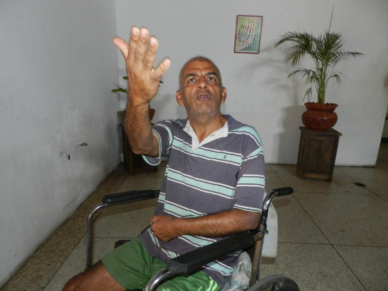 Julio Ram_rez fue abandonado por sus familiares, se siente _til a la sociedad y pide el pasaje pra rtornar a Caracas