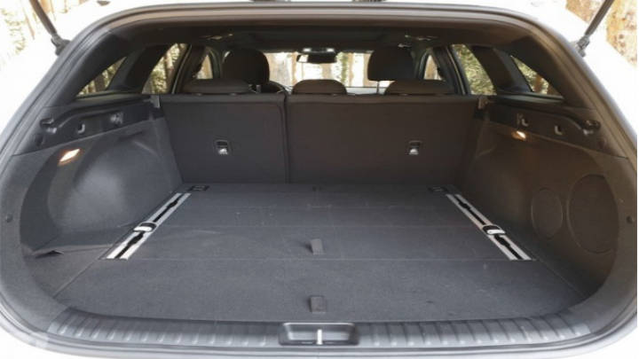 Un maletero espacio con compartimientos internos