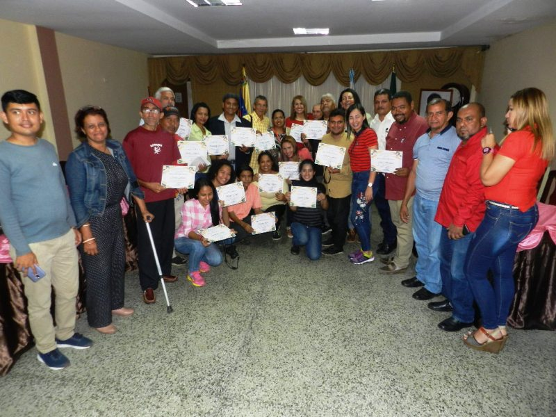 Comunicadores recibieron reconocimientos oficiales el Día del Periodista en Valle de la Pascua.