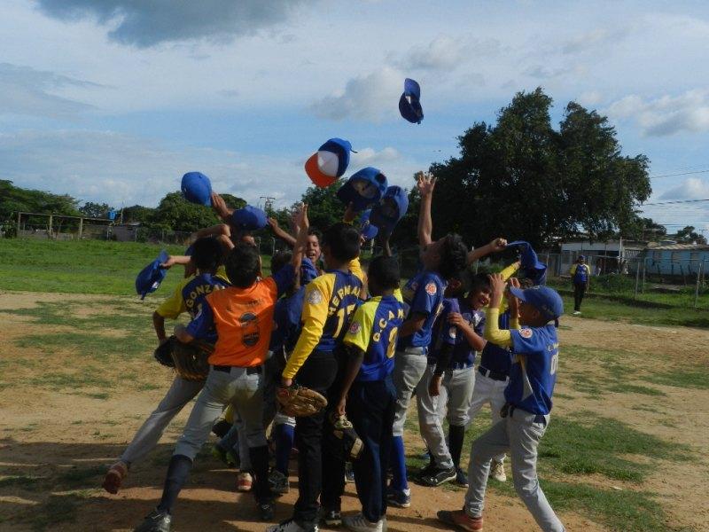 Jugadores de Infante celebran conquista ante seleccionado de Ribas.jpg