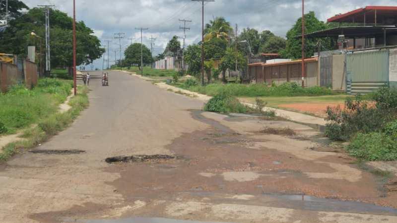 La calle Ricaurte de los Olivos se encuentra con múltiples problemas.