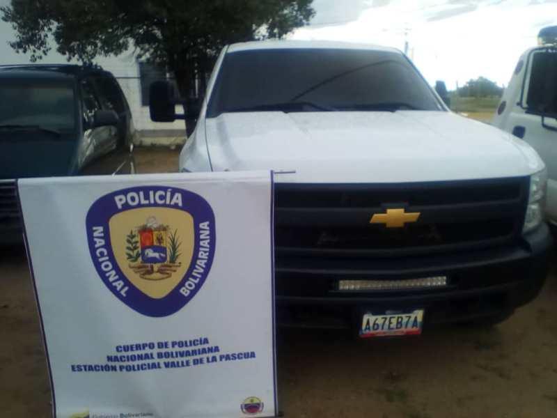 Camioneta Silverado recuperada por la PNB.