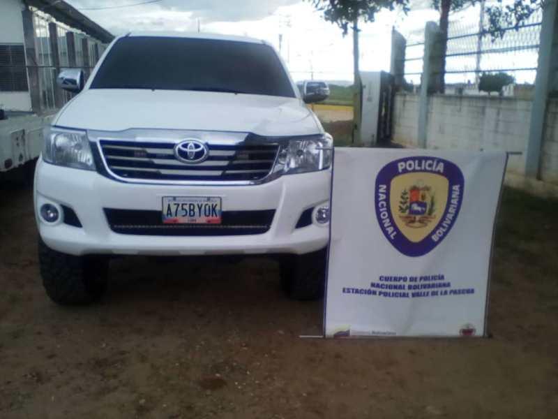 Camioneta Hilux recuperada por la PNB: