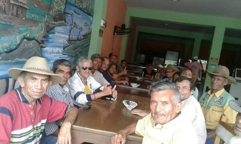 Andrés Eloy Herrera, el primero con sombrero, hace dos años redactó el proyecto de ordenanza con la Ley del Artista Municipal de Infante