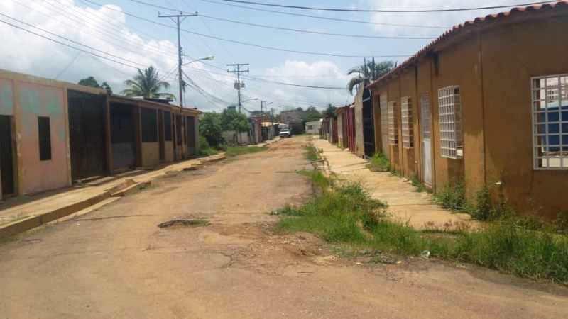 Desde hace muchos años no asfaltan las principales calles del sector Padre Chacin