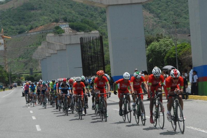 Lote de ciclista en el circuito.