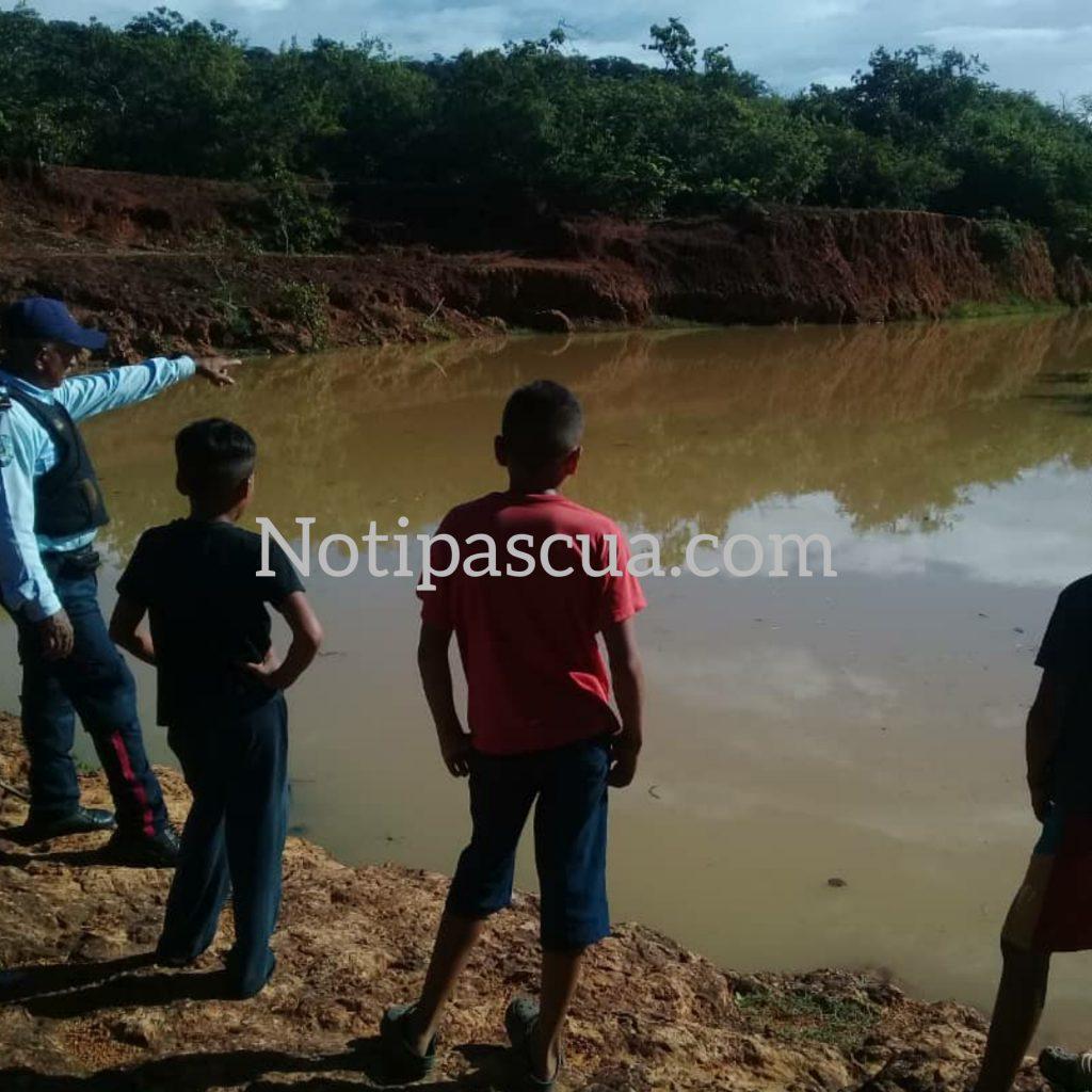 Del grupo de niños solo se salvaron dos y dieron aviso a los vecinos quienes rescataron los tres cadáveres. Foto cortesía.