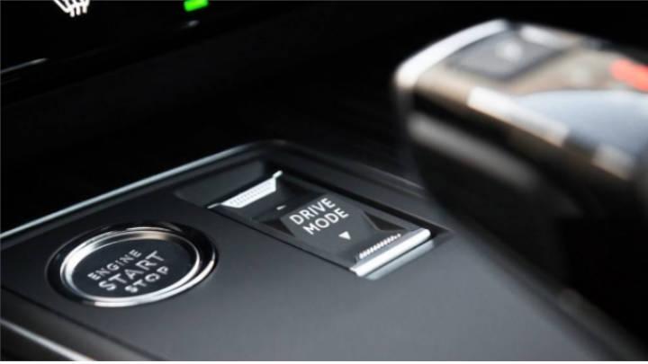 Los modos de conducción cambian el comportamiento del coche suavemente.