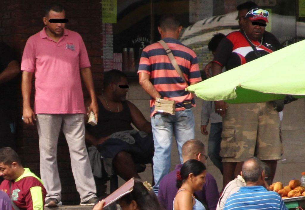 Prohibida la venta de divisas en la calle.