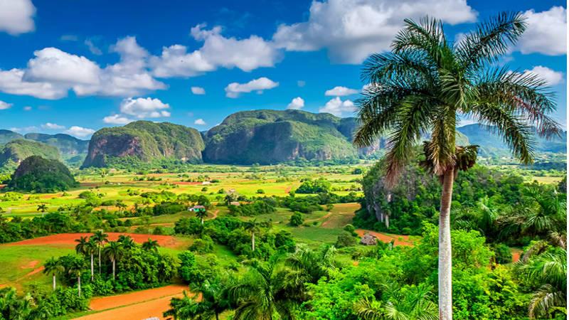 El Valle de Viñales, uno de los seis espacios más bellos de la isla.