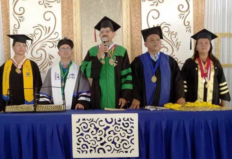 El rector de la Unerg José Luis Berroterán junto a los directivos de la institución educativa. Foto Jesús Cedeño