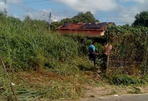 Maleza abundante sirve para que los delincuentes hagan sus fechorías. Foto: Domaciano Campos.