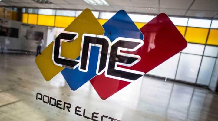 La rectora del CNE Tania D´ Amelio informo por su cuenta en Twitter que los resultados se podían encontrar en la pagina oficial del ente electoral.