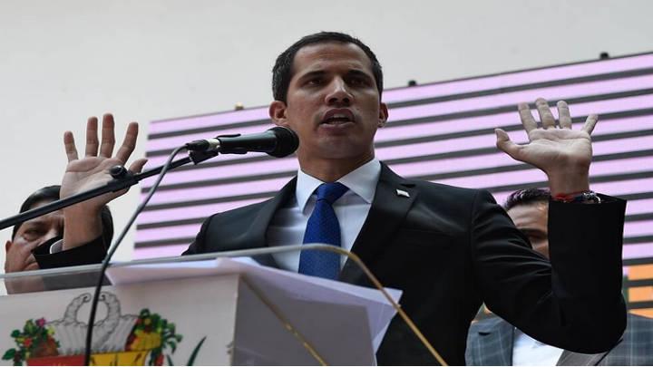 Inhabilitado Guaidó por contraloría venezolana, el dirigente no reconoce la sancion imputada.