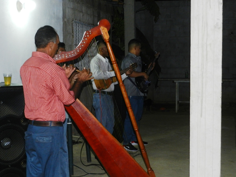 Conjunto de musica llanera en el compartir de Agroguárico JCMD