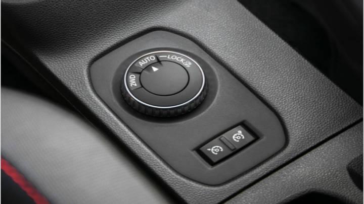 El Duster puede cambiar su sistema de tracción, de 4x2 a 4x4 con bloqueo de diferencial