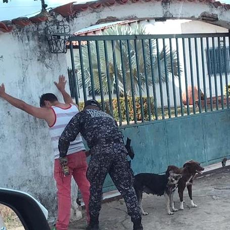 Momento que es detenido Mujica en la casa N° 4 de la Rodriguera