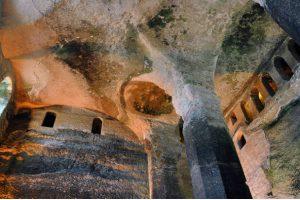 La mayor excavación en la roca de Europa, St Jean