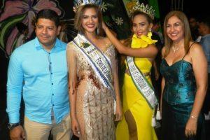 Saulymar Torrealba reina saliente le entregó la banda y la corona a la nueva reina Ana Alvarez