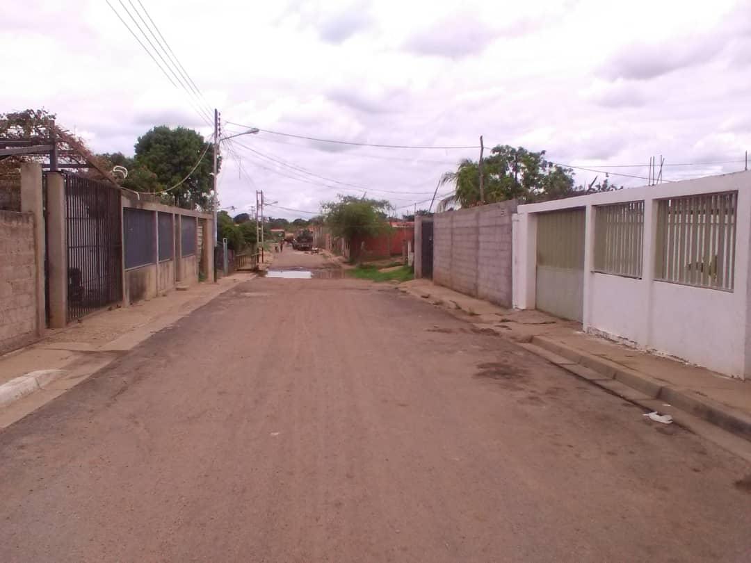 El alumbrado público falla en el sector Romulo Gallegos y la Urbanización Las Carolinas.
