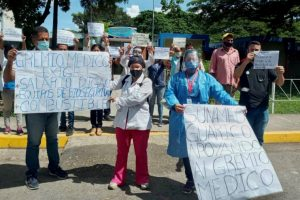 Los galenos mostraron pancartas con las exigencias al Presidente Nicolás Maduro y Ministerio del Poder Popular para la Salud .