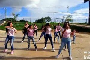 Jovenes bailando Jerusalema