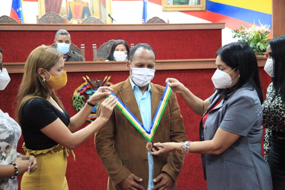 El orador de orden recibió la orden Willian Lara en su única clase